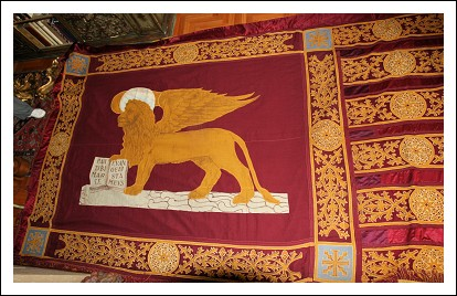 Grande gonfalone della serenissima ricamato a mano del 1848 antiquariato su arsantik - Gonfalone mobili roma ...
